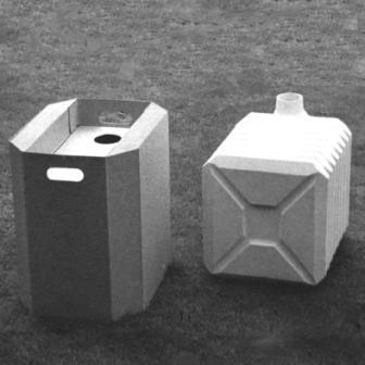 Zuurcontainer in kunststof en porselein, gemaakt door Koen de Winter voor zijn eindexamen.