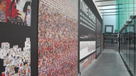 Installatie van Lev Manovich in het Graphic Design Museum over de omslagen van Times Magazine, 2010.