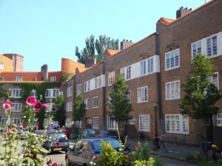 Gevelkammen complex De Dageraad (foto: M. Groot).