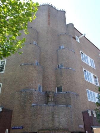 Hoekpartij complex De Dageraad, P.L. Takstraat (foto: M. Groot).