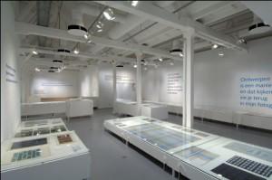 Overzicht tentoonstelling De vijfde wand. Werk van Diek Zweegman, Audax Textielmuseum Tiburg.