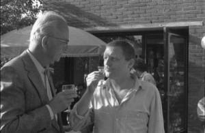 Piet Cleveringa en Kees Broos bij een opening van een expositie in Fort Asperen, jaren tachtig.